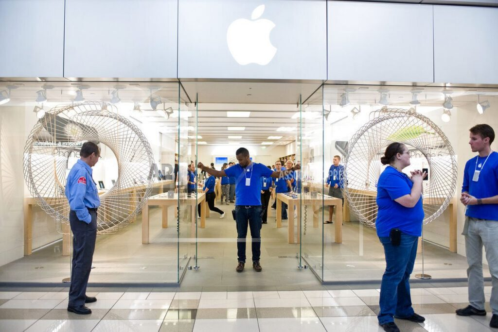 Apple temporary closes Michigan stores due to COVID-19 conditions